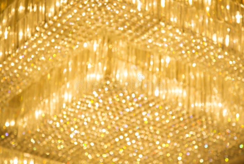 Luzes amarelas do hotel no teto imagem de stock