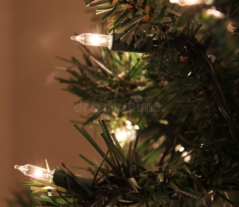 Luzes artificiais da árvore de Natal fotografia de stock royalty free