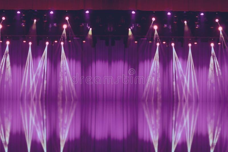 Luzes borradas na fase com cortinas roxas fotografia de stock royalty free