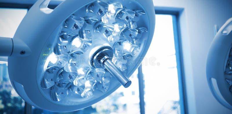 Luzes cirúrgicas na sala de operação imagens de stock royalty free