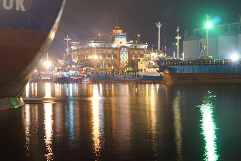 Luzes coloridas do porto fotografia de stock