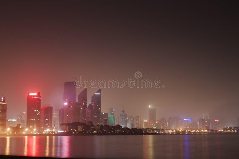 Luzes da cidade de Qingdao fotografia de stock