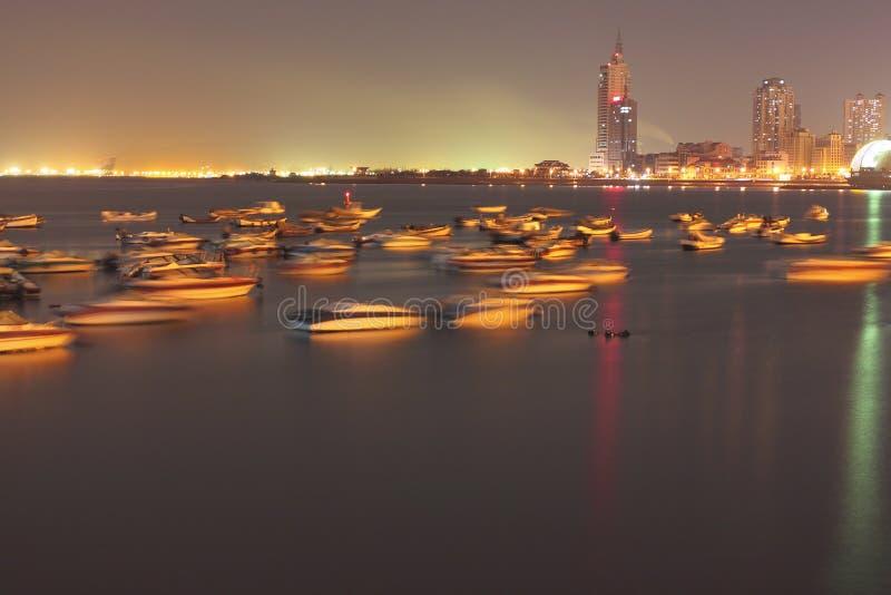 Luzes da cidade de Qingdao imagens de stock