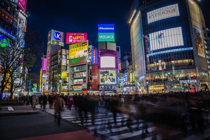 Luzes da cidade do cruzamento de Shibuya foto de stock royalty free