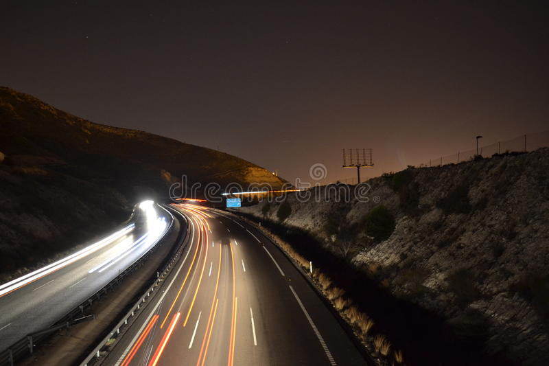 Luzes da estrada na noite foto de stock royalty free