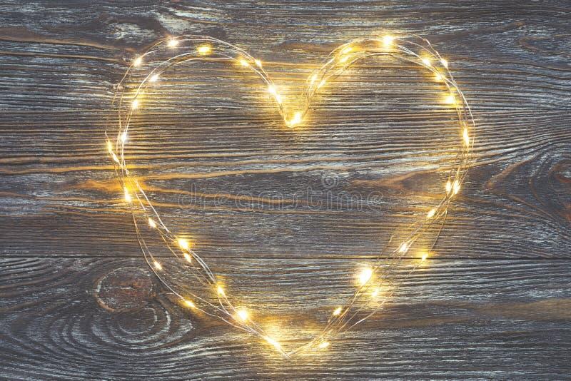 Luzes da festão na forma de um coração imagem de stock royalty free