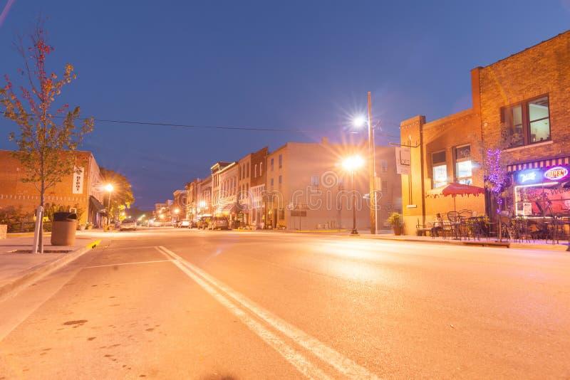 Luzes da noite em Main Street Hannibal Missouri E.U. foto de stock