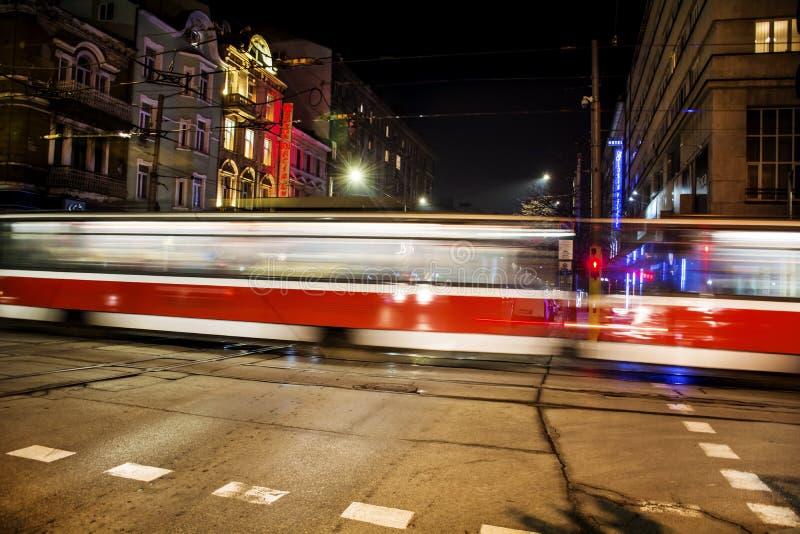 Luzes da rota do bonde na noite fotografia de stock