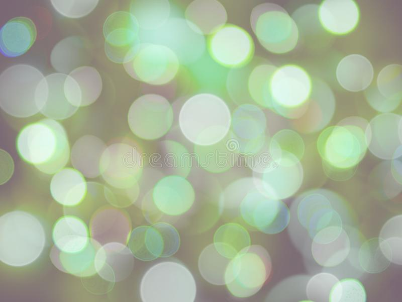 Luzes de incandescência de incandescência brilhantes no fundo verde e branco macio das cores imagem de stock royalty free