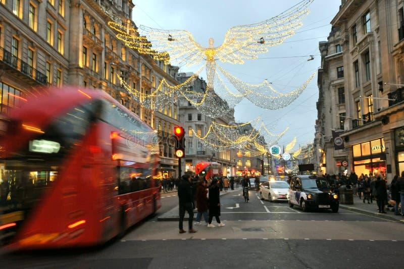 Luzes de inverno na rua Regente, no centro da cidade de Londres, Inglaterra imagens de stock