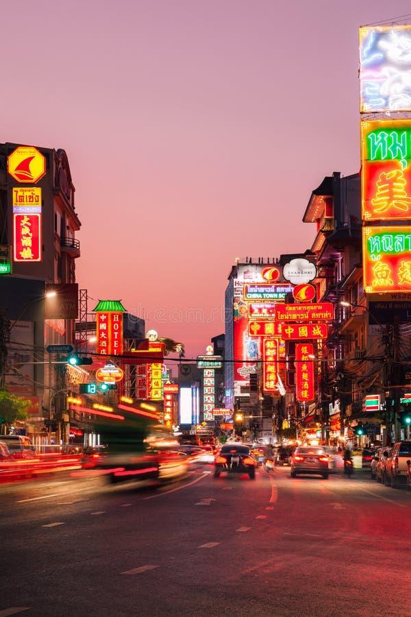 Luzes de néon do bairro chinês, Banguecoque, Tailândia fotos de stock