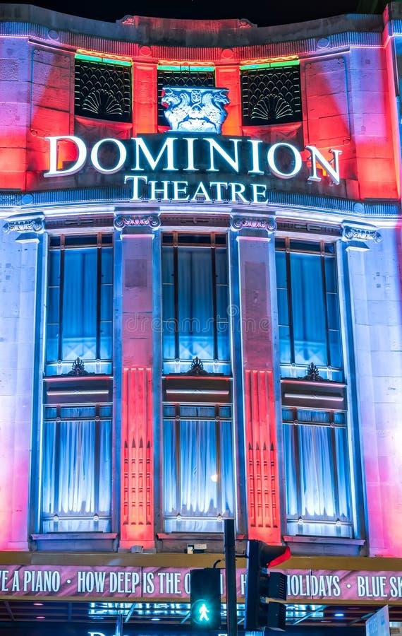 Luzes de Natal no teatro da autoridade em Londres fotos de stock royalty free