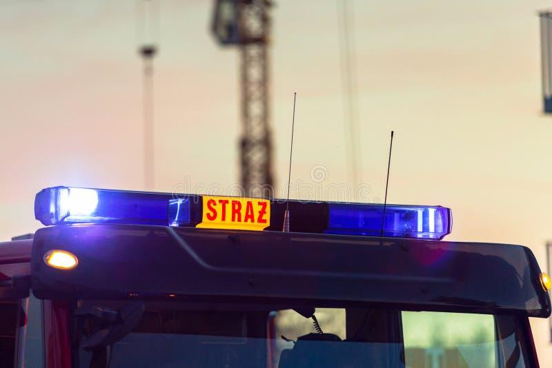 Luzes de piscamento do carro de bombeiros vermelho imagem de stock royalty free