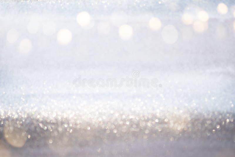 Luzes de prata abstratas do bokeh do brilho com fundo da luz suave foto de stock