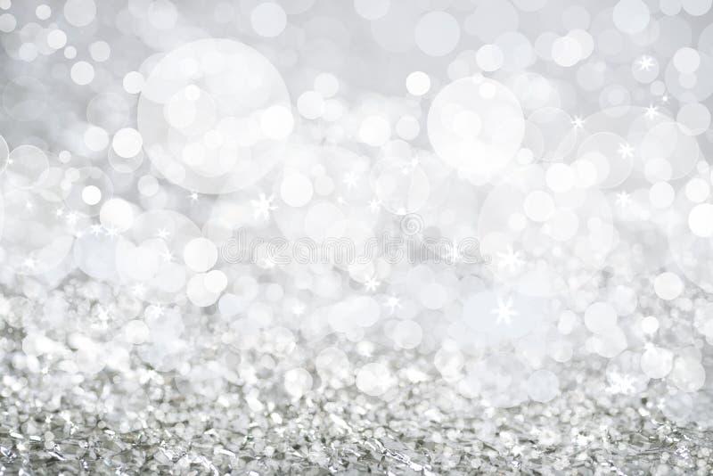Luzes de prata decoradas com Natal branco do bokeh e das estrelas foto de stock