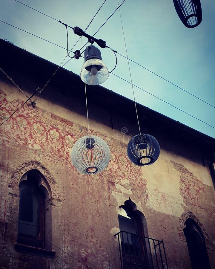 Luzes de rua em Treviso, Itália foto de stock royalty free