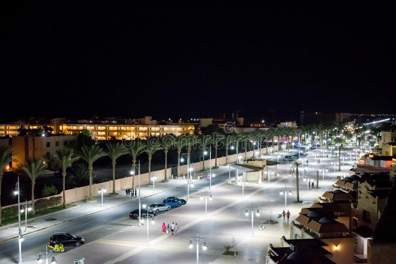 Luzes de rua Hurghada da noite, Egito foto de stock royalty free