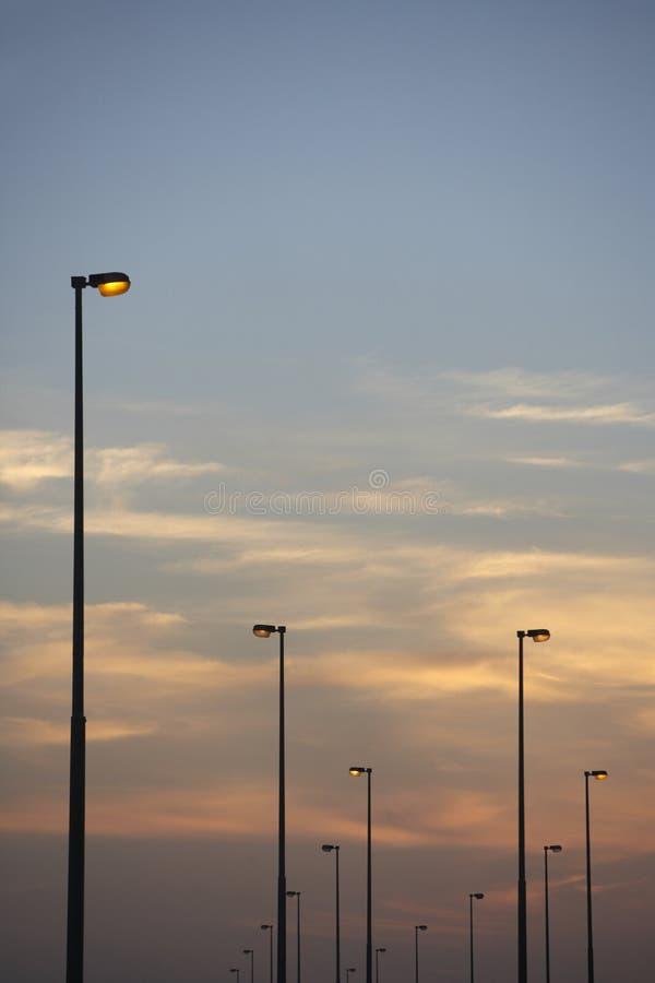 Luzes de rua no crepúsculo fotos de stock royalty free