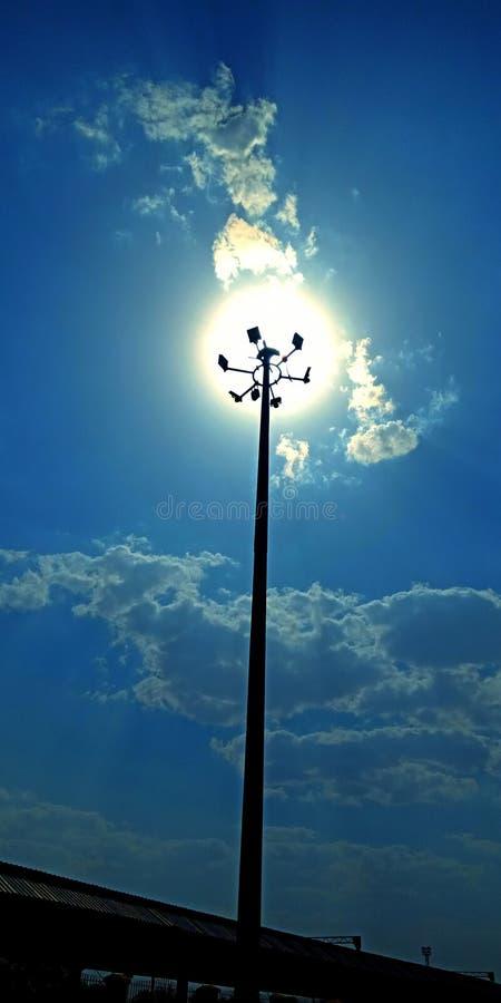 Luzes de rua que surpreendem a foto da opinião da luz do sol fotos de stock royalty free