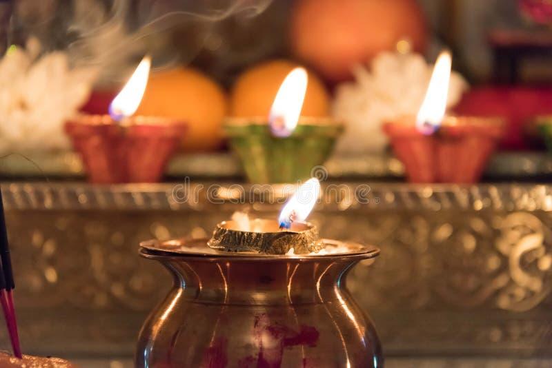 Luzes Diya e Kalash de Diwali fotos de stock