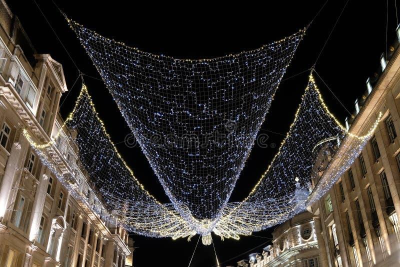 Luzes do anjo do Natal em Regent Street London W1, Reino Unido foto de stock