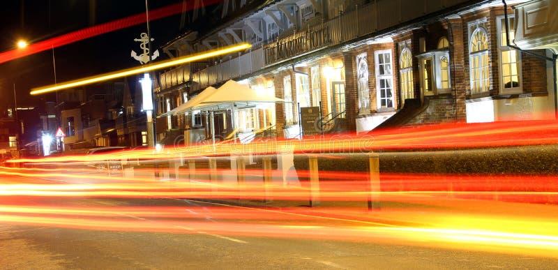Luzes do carro da noite da cidade foto de stock royalty free