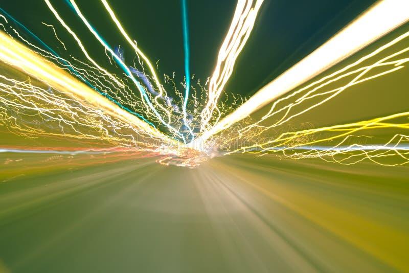 Luzes do carro na exposição longa foto de stock