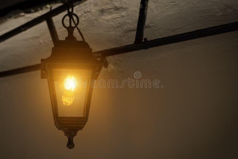 Luzes do jardim com bateria solar fotografia de stock royalty free