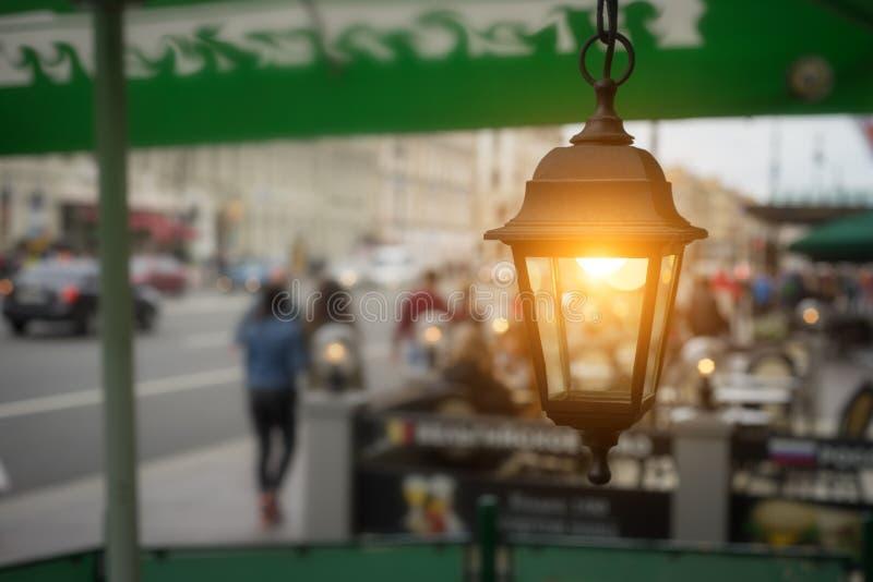 Luzes do jardim com bateria solar fotos de stock royalty free
