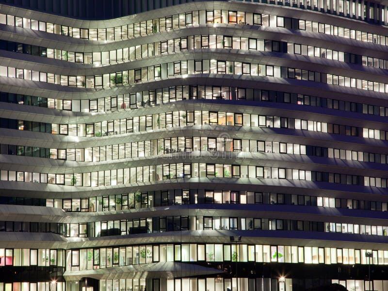 Luzes do prédio de escritórios foto de stock royalty free