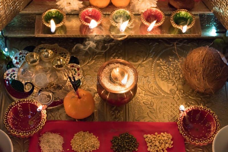 Luzes e Diya de Diwali fotografia de stock