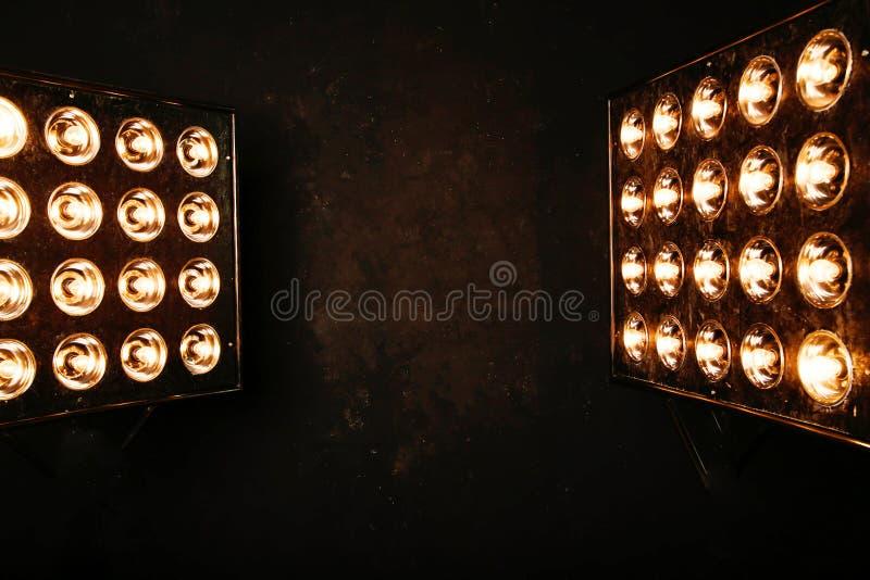 Luzes instantâneas dos projetores spotlights fotografia de stock