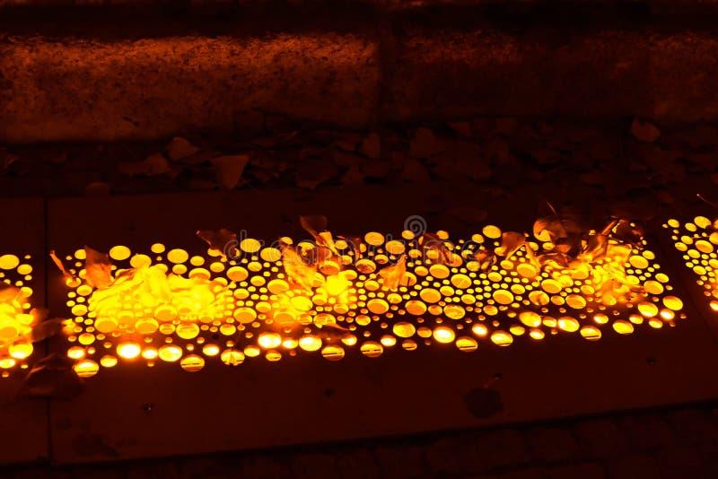 Luzes na ponte de Toledo, noite do centro da cidade do Madri, Espanha fotos de stock
