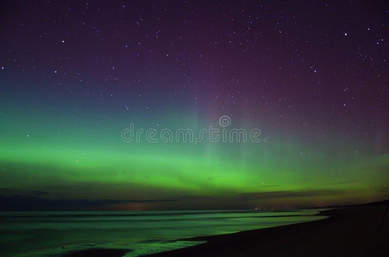 Luzes polares e estrelas do aurora borealis foto de stock royalty free