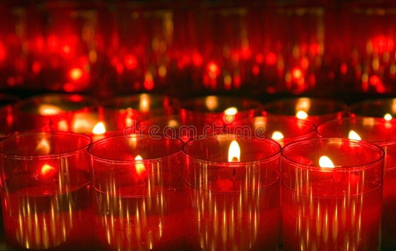 Luzes vermelhas da vela imagem de stock royalty free