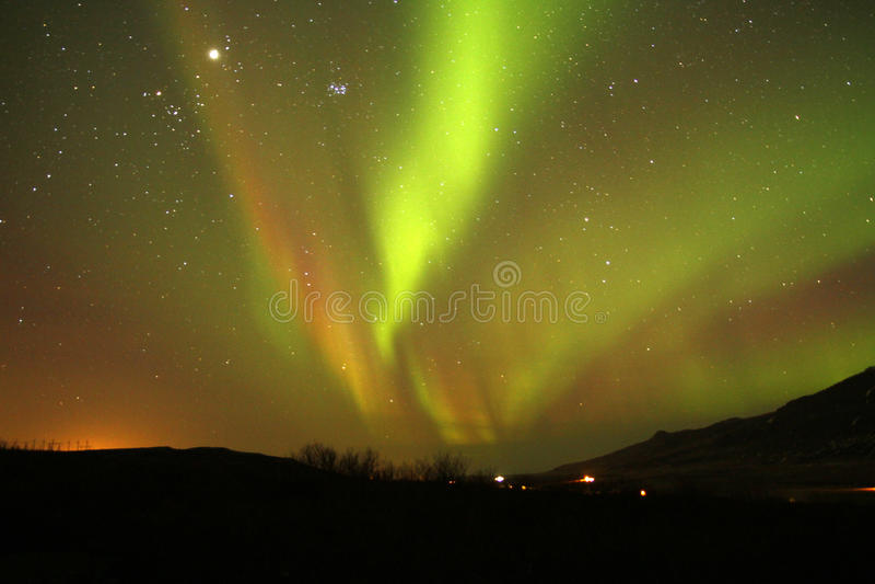 Luzes vermelhas, verdes & do ouro de céu imagem de stock