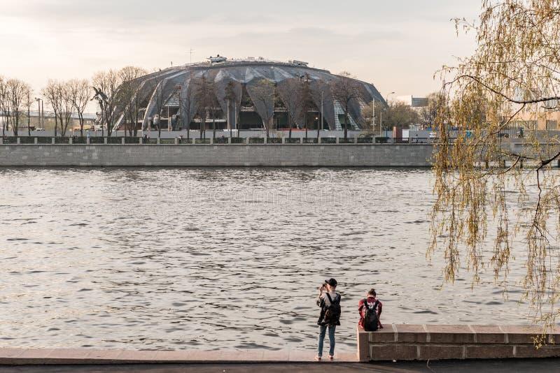 Luzhnetskaya-Damm, tragen komplexes Druzhba zur Schau Freundschaft stockbilder