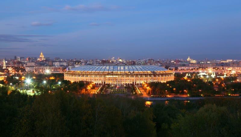 Luzhniki stadion på aftonen royaltyfri fotografi