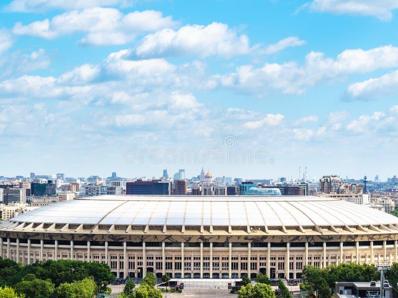 Luzhniki-Stadion und Panorama von Moskau-Stadt stockfotografie