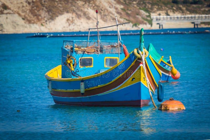 Luzzu Marsaxlokk hamn royaltyfria foton