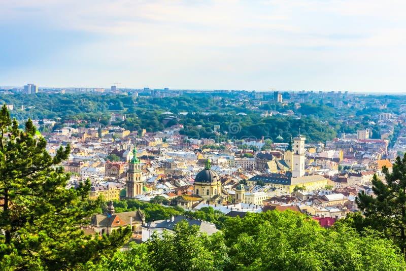 Lviv Cityscapesynvinkel 04 royaltyfri bild