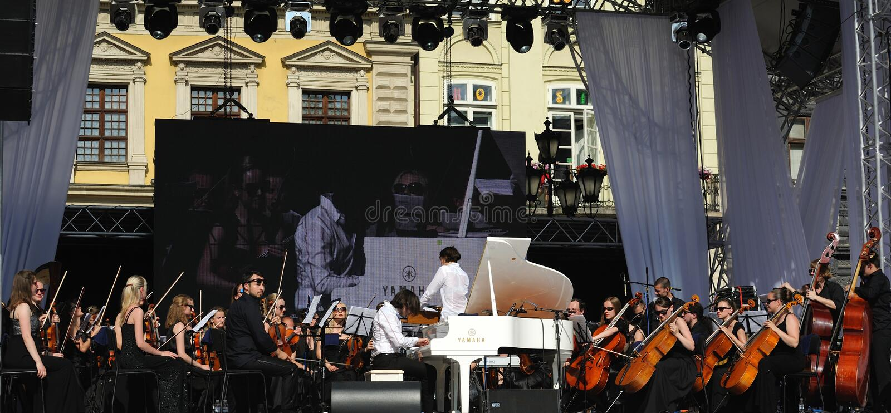 Lviv, de Oekraïne - Juni 2016: Alpha- Jazz Fest 2016 Musicibanden stock foto