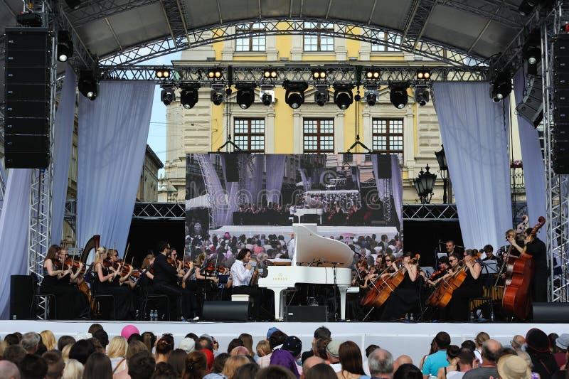 Lviv, de Oekraïne - Juni 2016: Alpha- Jazz Fest 2016 Musicibanden stock afbeelding
