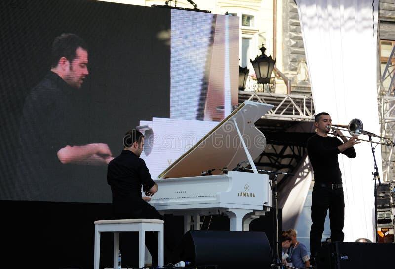 Lviv, de Oekraïne - Juni 2016: Alpha- Jazz Fest 2016 Musiciduo Gio royalty-vrije stock afbeeldingen