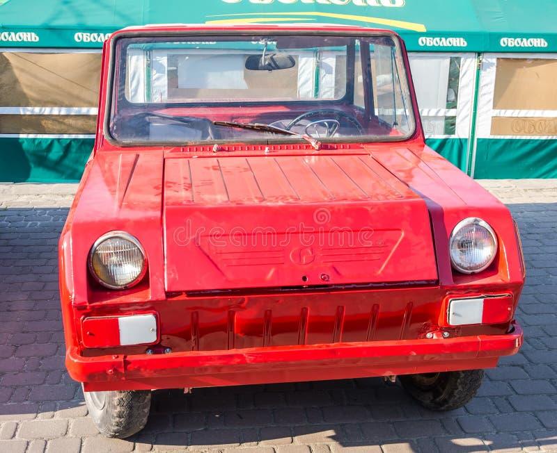 Lviv, de Oekraïne - Juni 2015: De autogrand prix 2015 van festivalleopolis Oude uitstekende retro auto stock afbeelding