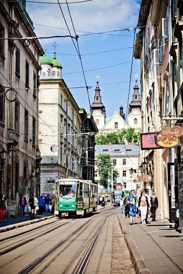 LVIV, DE OEKRAÏNE - JUNI, 29: Straten en tram van Lviv, 29 Juni, 2013 royalty-vrije stock afbeeldingen