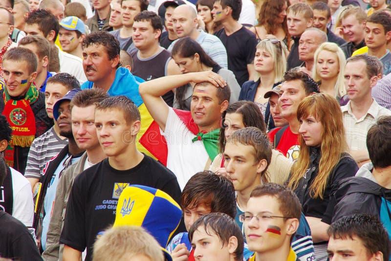 LVIV, DE OEKRAÏNE - JUNI 9, 2012: voetbalventilators in Lviv-stad royalty-vrije stock foto's