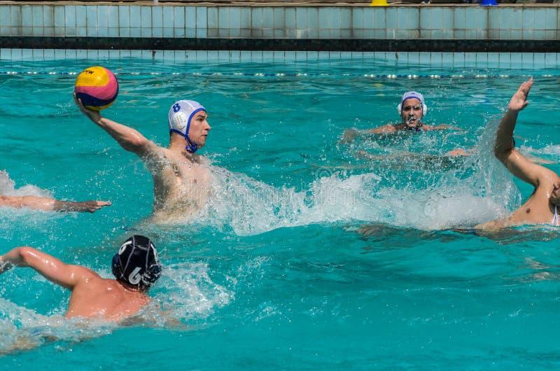 LVIV, DE OEKRA?NE - JUNI, 2019: Atleten in het polo van het pool speelwater royalty-vrije stock fotografie