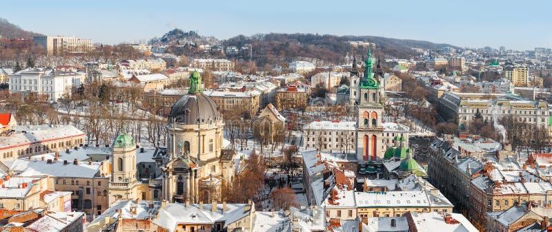 Lviv en invierno Panorama hermoso de la mañana fotografía de archivo libre de regalías