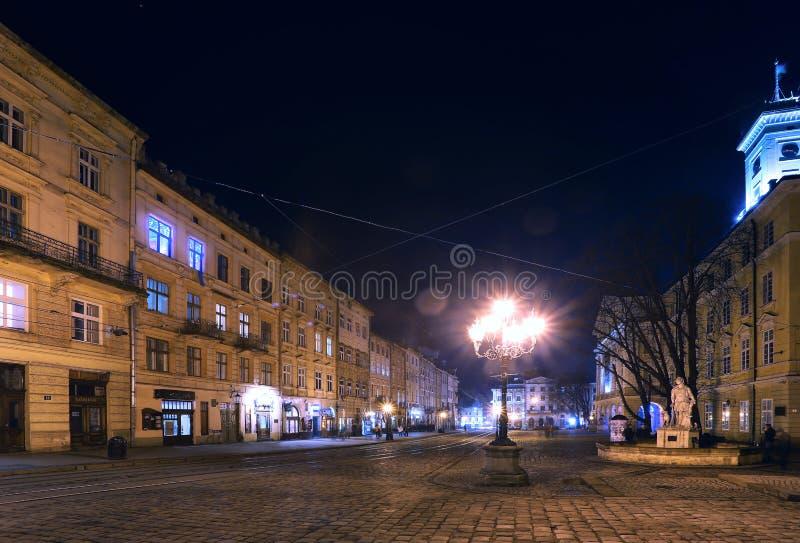 Lviv en la noche imagen de archivo